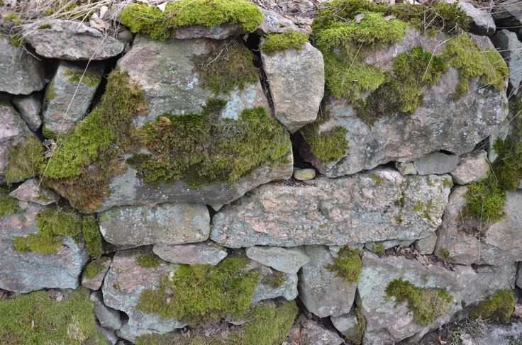 Pyhän Laurin kirkon kivimuuri