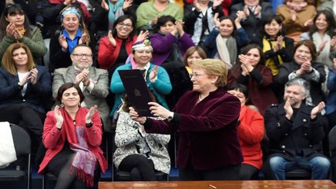 Michelle Bachelet promulgó la ley para Despenalización del Aborto