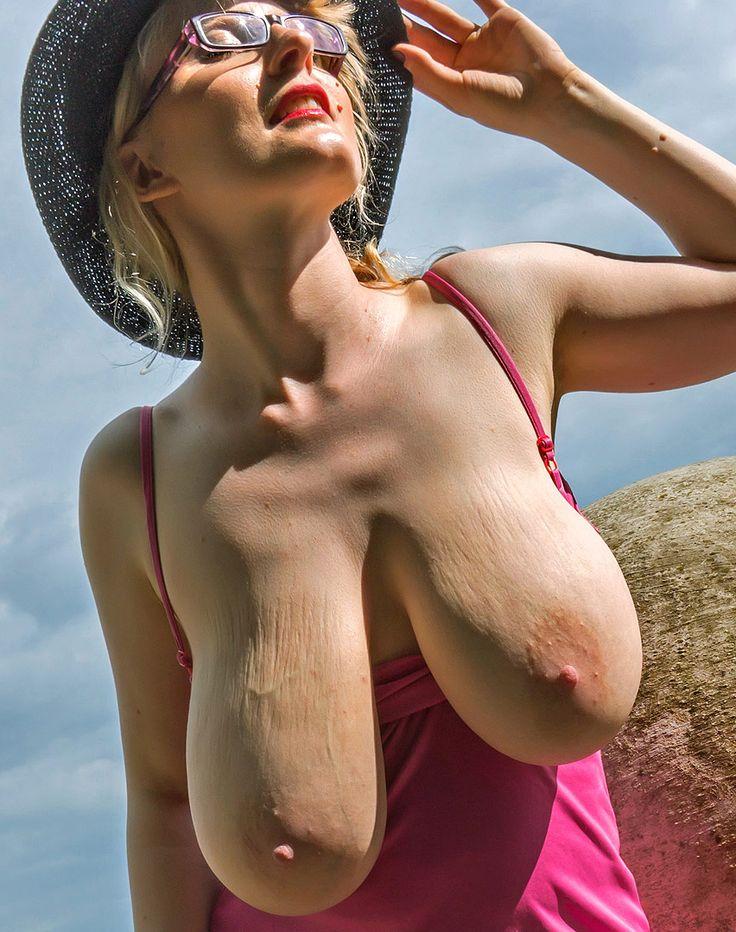 Pregnant saggy tit weckt