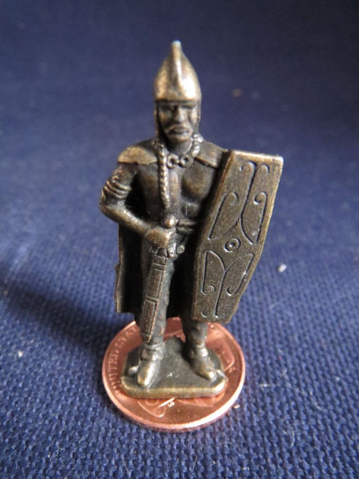 "Detailed Solid Cast Metal 1.5"" Dollhouse Miniature Crusader Knight Warrior Token"