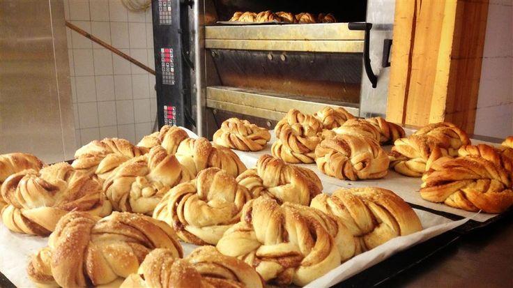 """Verdens beste kanelsnurrer - Vi har """"stjålet"""" den hemmelige kanelsnurr-oppskriften fra bakeriet i Lom."""