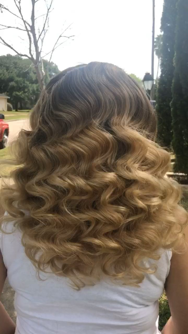 Waves are always a classic but trendy style. Turn heads & break necks with this stunning hairstyle.  #desithediva #houstonhairstylist #vintagewaves #waves #blondehair #hairvideo #wavestyles #hairgoals #bridalhair #bridalhairstyle #htxhairdresser #behindthechair #babylisspro #cosmoprofbeauty