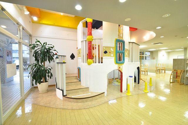 【藤和ハウス三鷹店 キッズスペース写真】 店内には大きな2階建てのキッズスペースをご用意しております。小さなお子様がご一緒でもご安心ください。 http://www.towa-house.co.jp/mitaka/