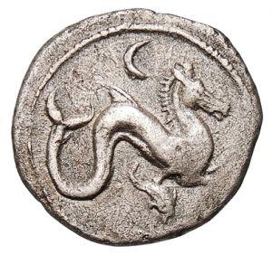 5 Assi – argento – Lucca? Etruria (ca.300-275 a.C.) – ippocampo (o drago?) vs.dx., in alto la luna e in basso un delfino – Münzkabinett Berlin