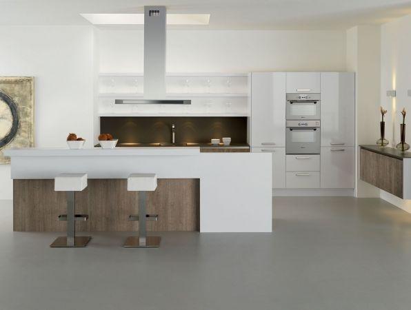 Nieuwe keuken met kookeiland combi hout en hoogglanzend past bij vloer project j s - Bar design keuken ...