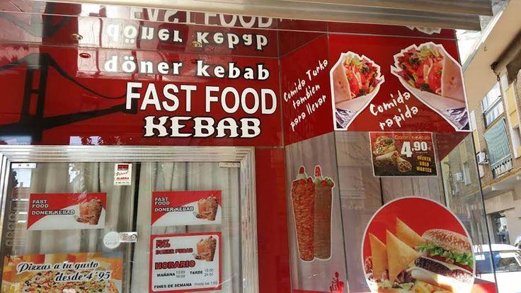 """#Kebab significa """"carne a la parrilla"""" literalmente en persa. También se denomina Shawarma, si el origen etimológico es árabe. Döner, que es un término turco que se ha extendido por los establecimientos de Occidente, significa """"algo que gira"""" y kebab """"carne asada"""": literalmente se traduce por """"carne rotando"""". Normalmente el kebab, en el Medio Oriente, se hace con cordero y ternera, también el pollo y el pescado pueden ser empleados en algunas variantes. Hay muchas variedades de kebab…"""