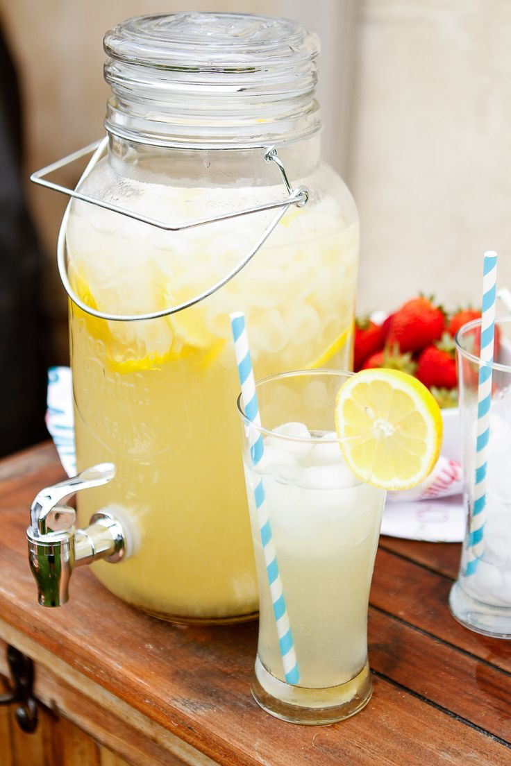 ... Homemade Lemonade. It's so easy to make! | Homemade lemonade, Homemade