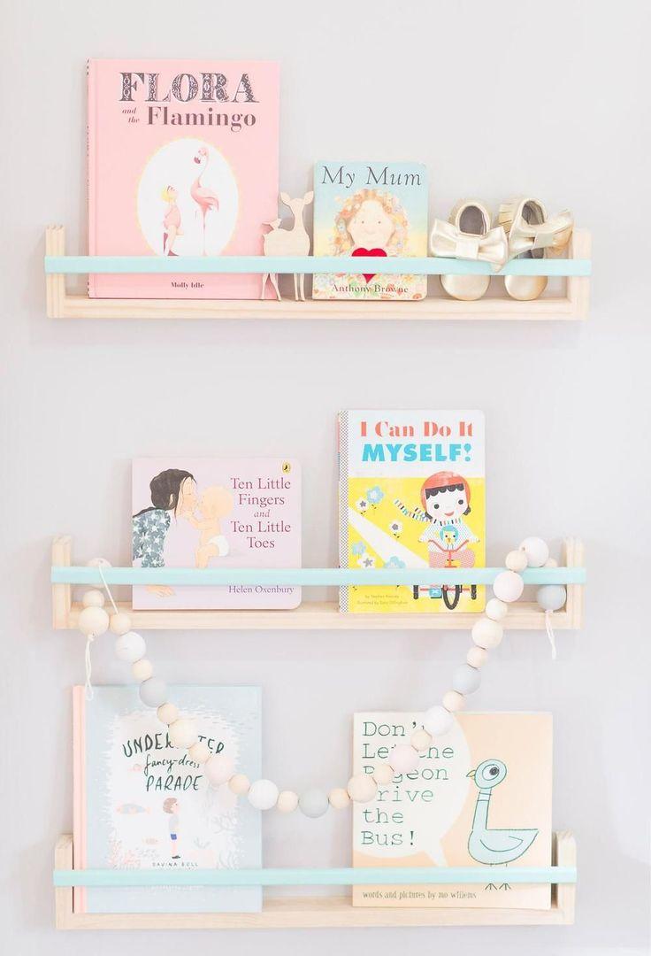 Шкафы для игрушек в детскую комнату: 90 ярких и практичных решений для вашего малыша http://happymodern.ru/shkafy-dlya-igrushek-v-detskuyu-komnatu/ Открытые полки в интерьере детской подойдут для хранения книг, декора и даже детских балеток