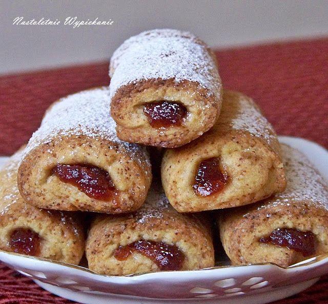 Ciasteczka jak z najlepszej cukierni! Krucho-drożdżowe, nadziane marmoladą i oprószone cukrem pudrem. Tutaj warto dodać, by użyta mar...