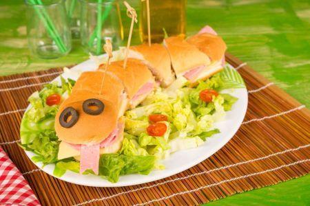 Kanapki dla dzieci: takie zje każde dziecko [4 pomysły] - Mjakmama.pl #kanapki #dladzieci #sałata #szynka #pomidory #pycha