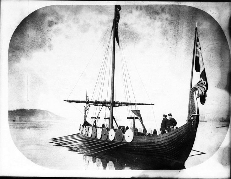 Replica_viking_vessel_VIKING_(7464144182).jpg