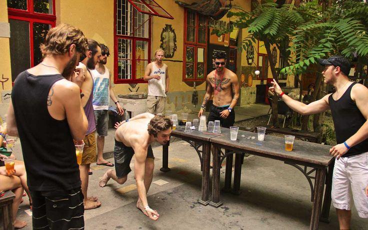 12 tipos de personas que conocerás en un hostal