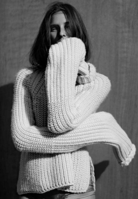 Loving chunky knits for winter, so cozy! #knitwear #cozy #chunkyknits #sweaterstyle #editorial #blackandwhite