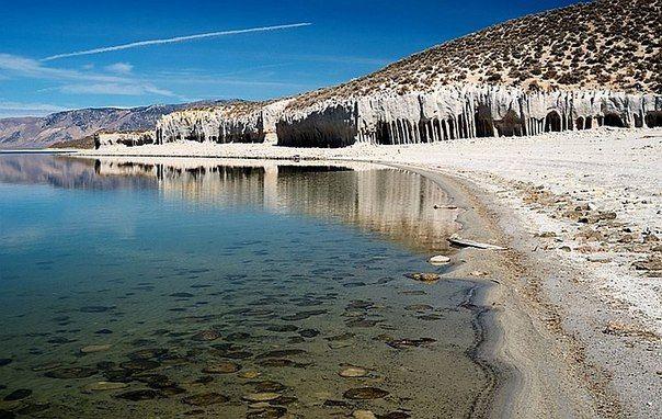 Таинственные каменные колонны озера Кроули, Калифорния, США / Путешествие с комфортом