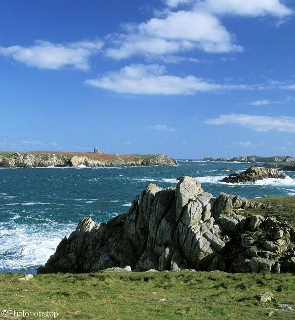 L'île d'Ouessant, Bretagne, France (Ushant Island, France). Et si le bout du monde était juste là, à la pointe de l'Europe ? Sur une petite île sauvage et authentique de Bretagne, nommée Ouessant...