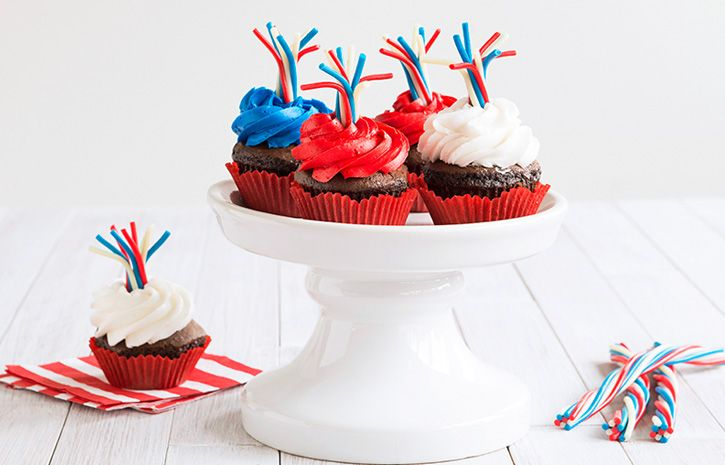 Try this Firework Cupcakes recipe, made with HERSHEY'S products. Enjoyable baking recipes from HERSHEY'S Kitchens. Bake today.