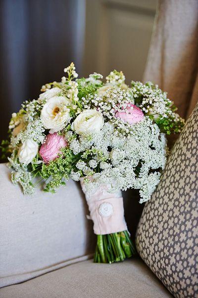 Queen Anne's Lace + rancunculus bouquet   Paul Johnson #wedding