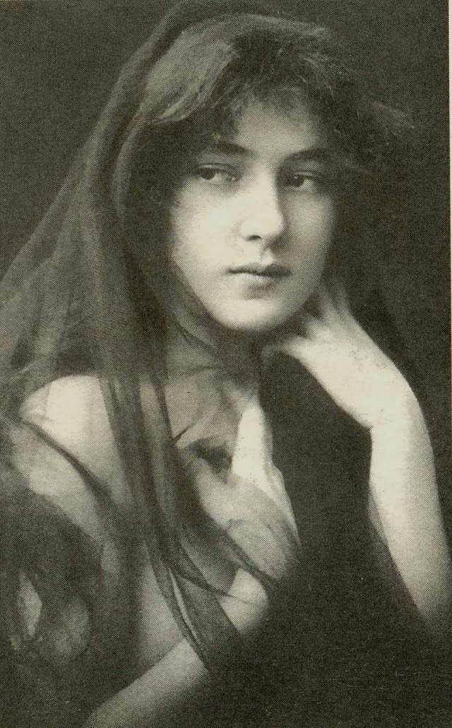 vintage everyday: 20 Early Portraits of a Young Evelyn Nesbit – America's First Supermodel
