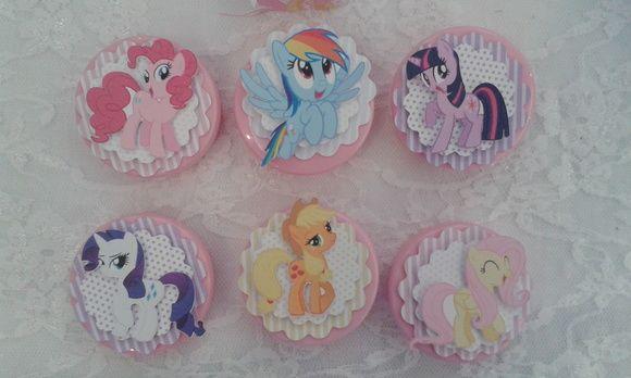 Latinhas Personalizadas Scrap My Little Pony    Aplicação da figura em relevo sobre duas camadas de escalope..  Latinha vazia - não acompanha confeitos.  Pedido mínimo 12 unidades R$ 2,61