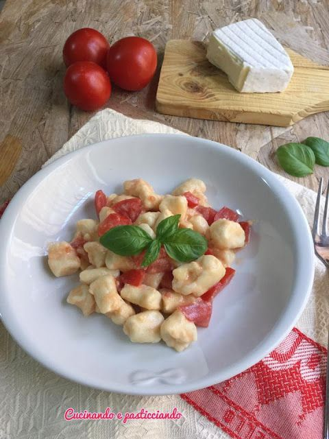 Cucinando e Pasticciando: Gnocchi di ricotta con Brie e Pomodorini