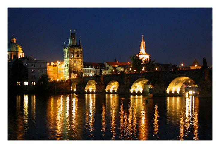 Le pont Charles a longtemps été l'ouvrage civil gothique le plus important d'Europe. Il relie Staré Město, la vieille ville bourgeoise, au Malá Strana et au quartier du Château. I Erasmusez-vous à Prague https://www.facebook.com/ma.caisse.epargne.normandie#!/ma.caisse.epargne.normandie/app_159166830947571