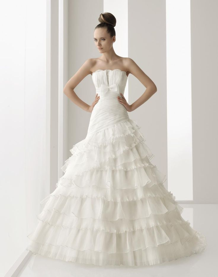 Spanish style wedding dresses. Fashion online blog KatDelunaOnline.ORG