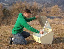 Association de Grenoble qui propose de nombreux objets en design libre, tel que ce four solaire !!!