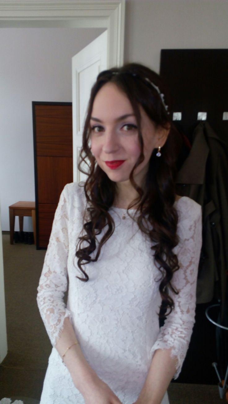 Half updo wedding hair #halfupdo #curlyhair #laidbackbride #