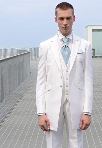 ピュアで清潔感のある純白のタキシードもおすすめ◎白の新郎衣装の参考一覧☆