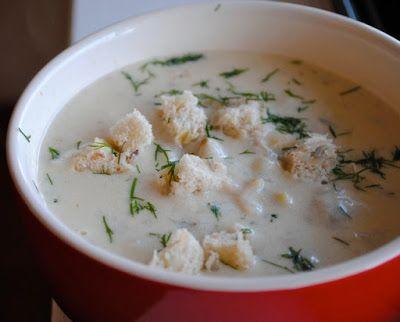 Невыразимая легкость кулинарного бытия...: Клэм-чаудер (новоанглийский суп из моллюсков)Ингредиенты: 2,5 кг моллюсков-клэмов в ракушках (примерно 25 клэмов средних размеров) половинка черешка сельдерея 1 средняя луковица плюс четвертинка маленькой 2 лавровых листа 1/2 ч.л. сушеного тимьяна 3 ст.л. сливочного масла (или жира от бекона) 2 ст.л. муки 4 средне-небольшие картофелины 1 стакан сливок 1/2 ч.л. сушеной петрушки (или 1/2 ст.л. мелко нарубленной свежей) соль и молотый черный перец по…