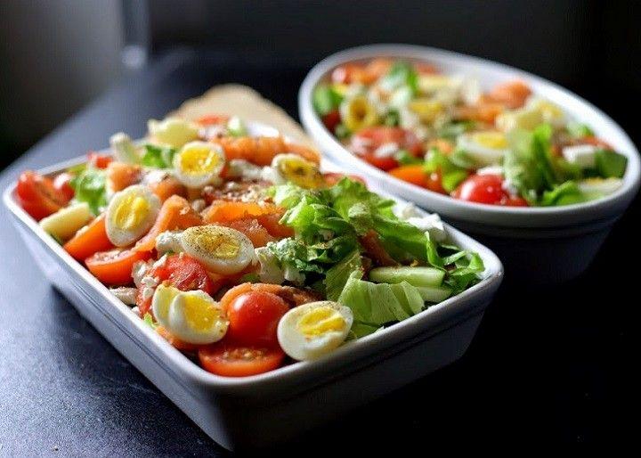 Alig van vele dolog, hamar összedobható és nagyon finom! Laktató saláta, ami önmagában is remek, de húsok mellé is kínálhatjuk, érdemes elkészíteni!  Hozzávalók:  8 tojás…