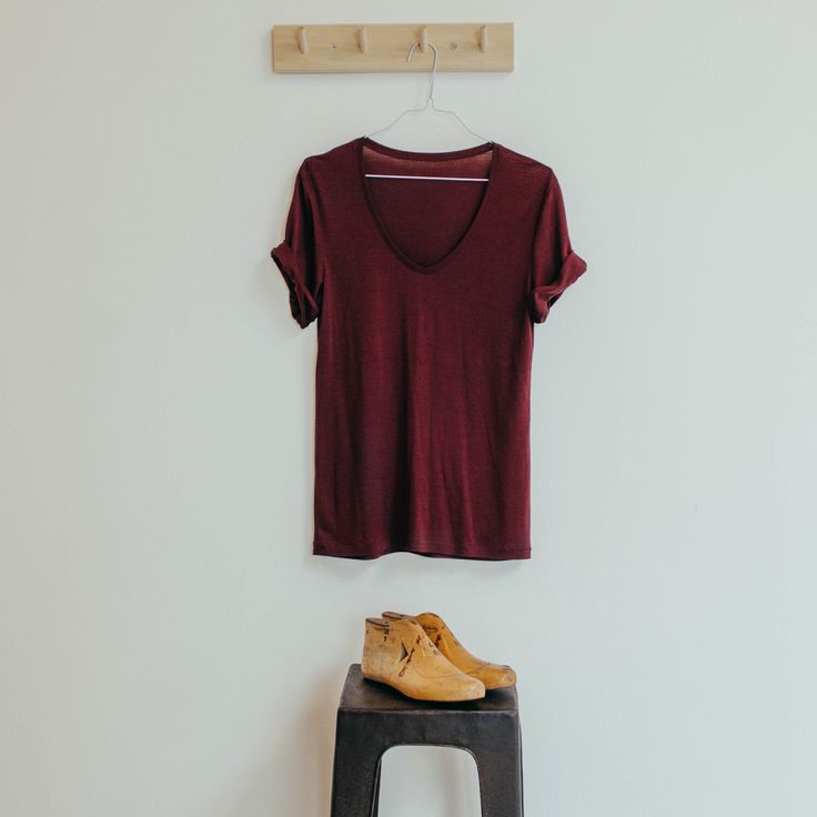One of our women's tshirts. #tshirt #funktionschnitt #tencel #red #vneck