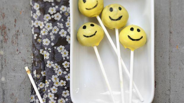 Cake Pops auf Lutscher-Stielen: Rezept            - Sweet & Easy - Enie backt - sixx