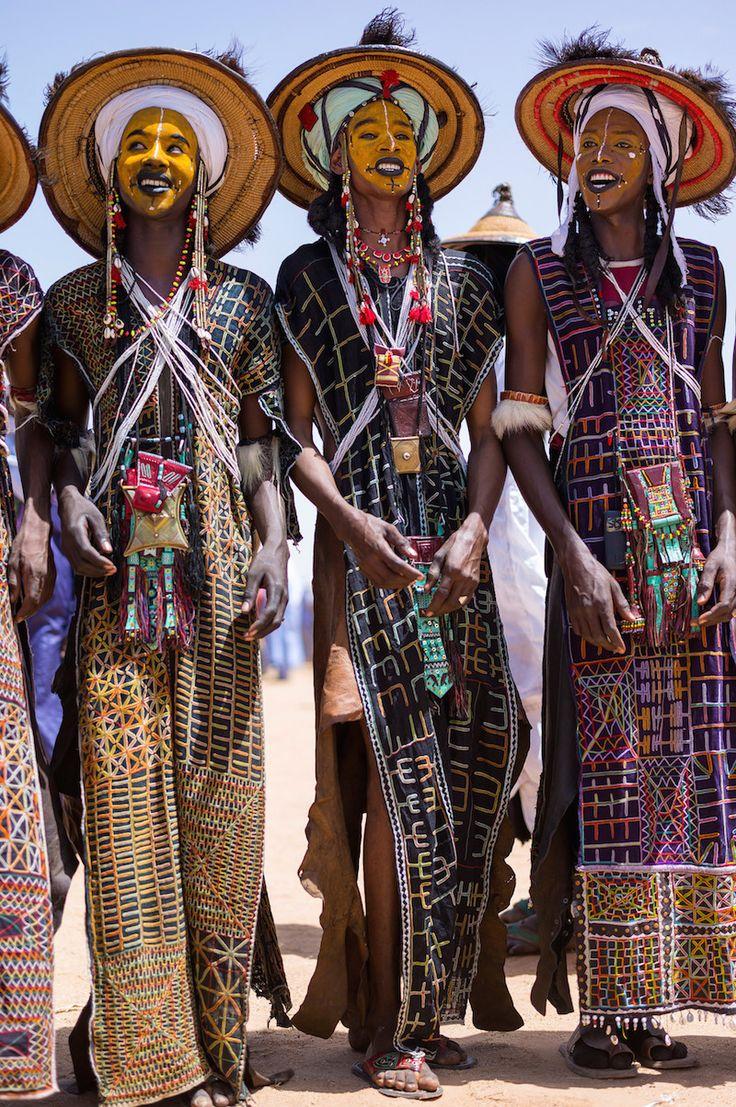 concurso de beleza masculina no deserto do Sahara Via: Ideafixa