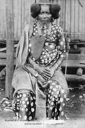 Africa |Sakalava (Malagasy people) woman. Madagascar, Antsiranana province, Antsiranana (Diégo-Suarez) | Postcard image;C. Malgarinos. ca. 1905