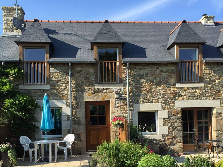Pretty 2 bed Brittany cottage near fashionable #Dinan - go to the #beach #markets and #restaurants and get out and about #cycling #sailing #golfing and #horseriding