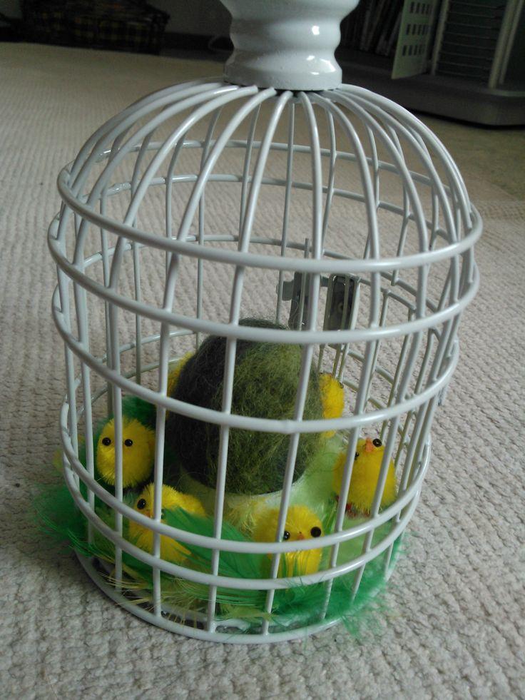 huovutettu muna lintuhäkissä