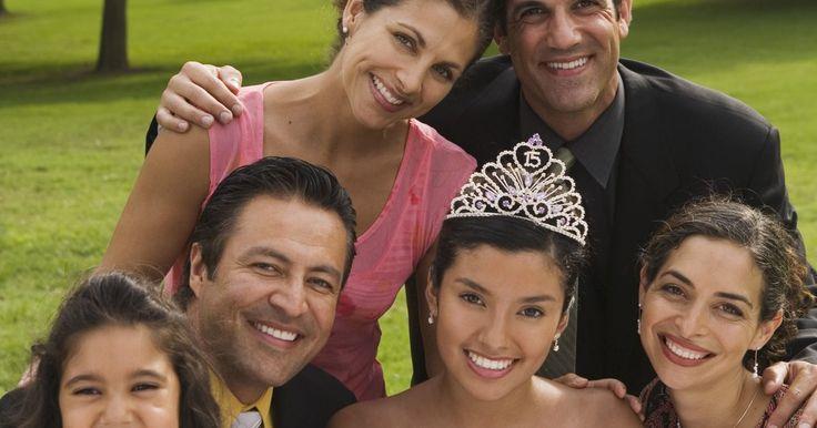 Cosas que se deben poner en la invitación de una quinceañera. Una fiesta de XV años, también llamada quinceañera, es una ceremonia de bienvenida a la edad adulta, para las mujeres adolescentes. Celebrada en el decimoquinto cumpleaños de la mujer, conmemora la transición de la adolescencia a la edad adulta. Estas fiestas son comunes en las culturas latinoamericanas. Son similares a los festejos de los dulces ...