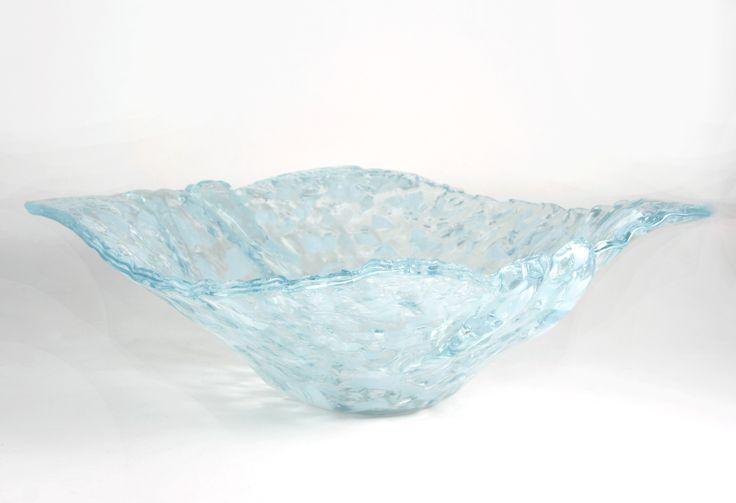 Glass bowl by Gábor Varga http://www.magma.hu/muveszek.php?id=108