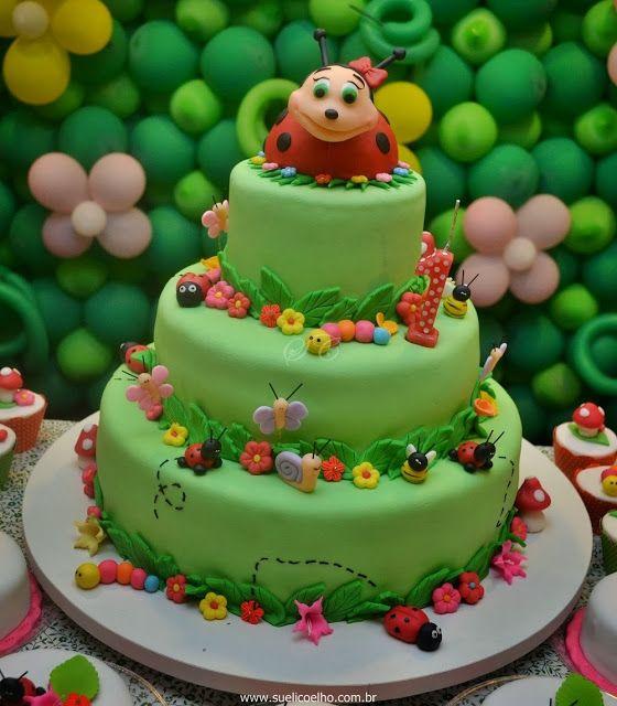 Festa Infantil - Joaninhas no Jardim, bolo modelado com bichinhos de jardim. http://www.suelicoelho.com.br/2012/03/festa-infantil-joaninhas-no-jardim-da.htm