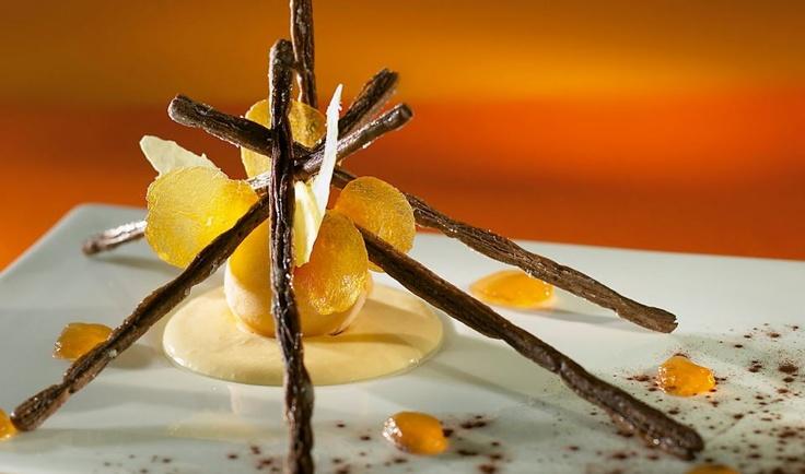 Mariage Pin-abricot en sorbet, velouté au gimgembre confit et mikados ...