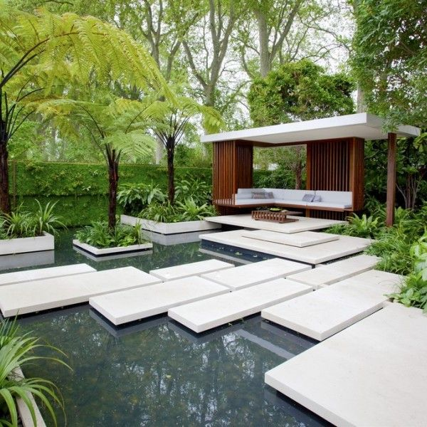 This 2011 winner, commissioned by the Malaysia Tourism Promotion Board, The Tourism Malaysia Garden, was designed by Jamie Wong and David Cubero. This garden aims to recreate the rainforest in central London. It features a river running into a pool boasting tropical water lilies surrounded by lush trees.