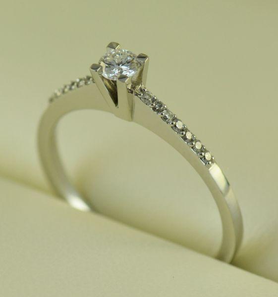 Inel de logodna cu diamante, aur alb - Artofdiamonds.ro http://www.artofdiamonds.ro/inele-de-logodna-1/inele-de-logodna-cu-diamant/inel-de-logodna-cu-diamante-aur-alb #diamante  #ineledelogodnacudiamante #inelecudiamante #diamonds #diamondengagementrings #diamondrings