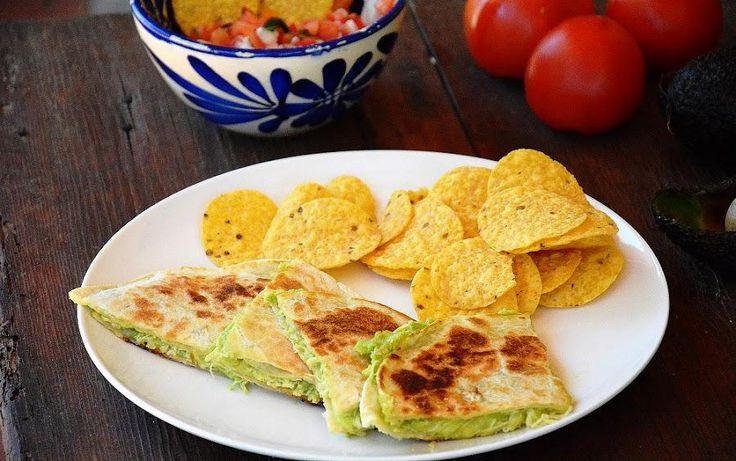 Quesadillas de pollo, queso y aguacate