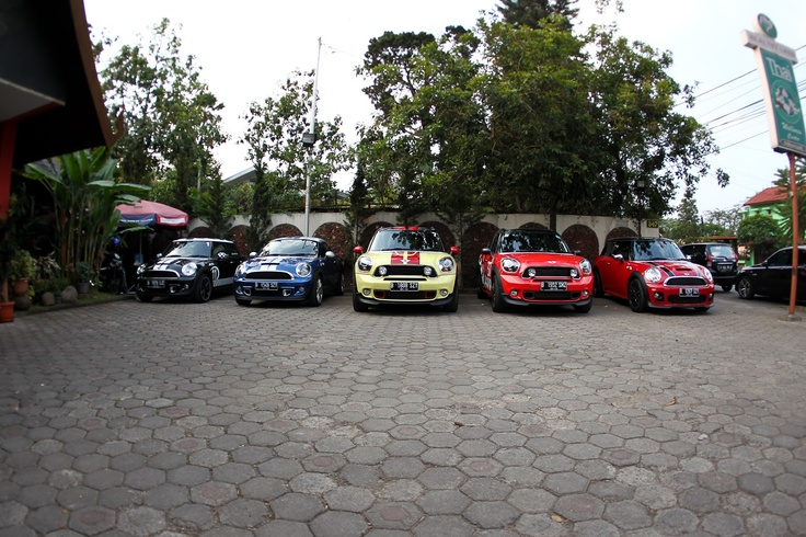 Jakarta Mini Cooper Country man & S Coupe.
