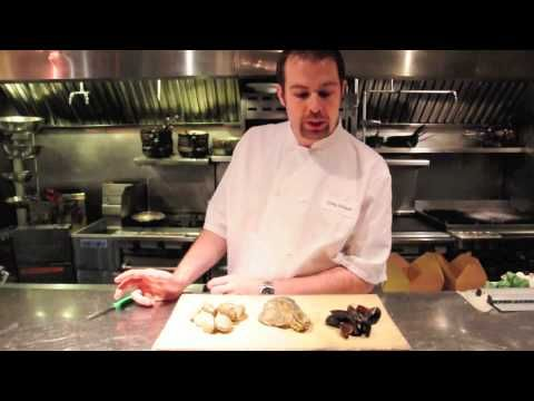 Chef Craig shows us how to pick out the freshest bivalves at your local market.