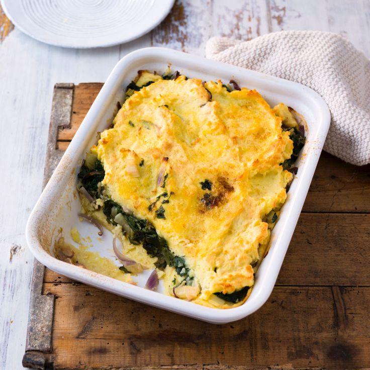 Leicht und wärmend: Samtiges Püree mit würzigem Käse - und in der Mitte eine Schicht raffiniertes Mangold-Zwiebel-Gemüse mit feinem Balsamico-Aroma.