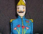 Défi de février : le petit soldat de plomb dessiné au feutres textiles : Jeux, jouets par un-radis-m-a-dit-