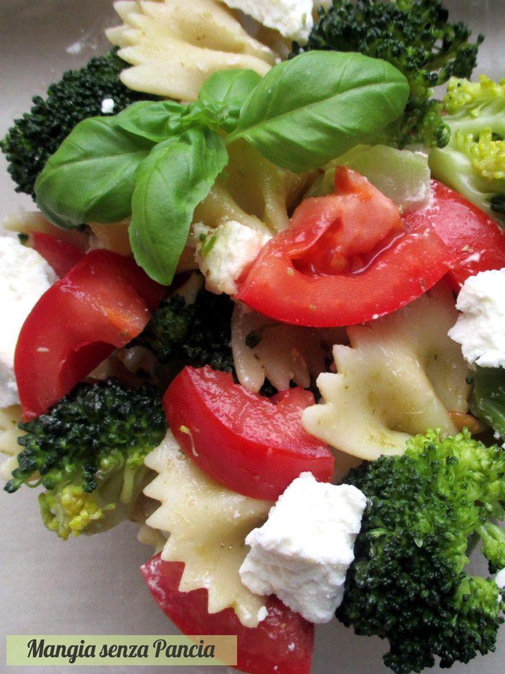Insalata di pasta con broccoli e caprino