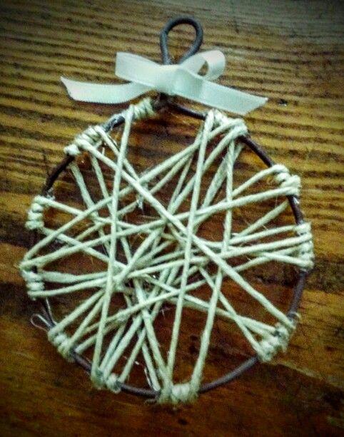 Palla di Natale, filo di ferro e spago